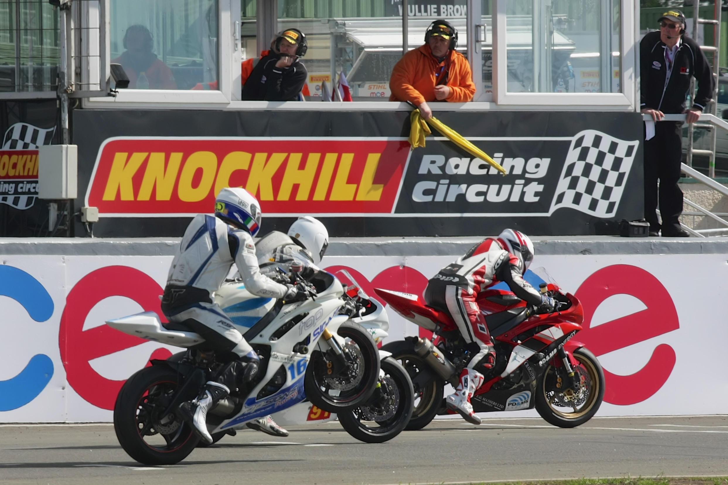 Knockhill BSB limited to 1000 spectators